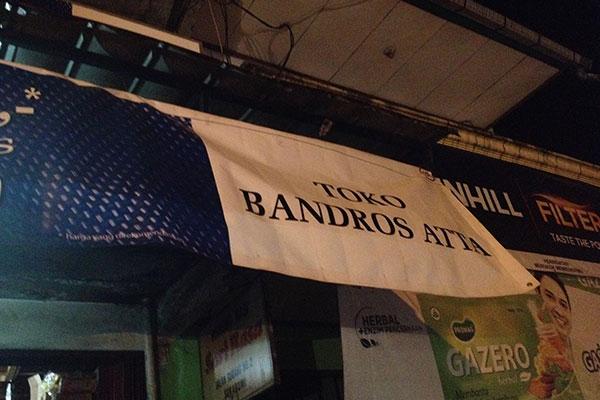 Spanduk Bandros ATTA penanda lokasi jualan.