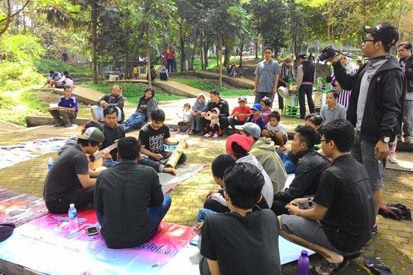 Hiburan dari grup karinding Mekar Saluyu dari Jurusan Pendidikan IPS UPI. (Foto: Asep Purnama)